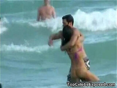 Hot Jessica Alba Beach Voyeur Vid! | -beach-celebrity-voyeur-