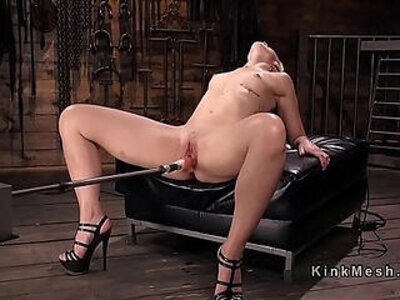 Nympho gets fucking machine and squirts | -sex machine-
