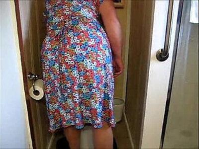 MAMIE PISSE   -toilet-