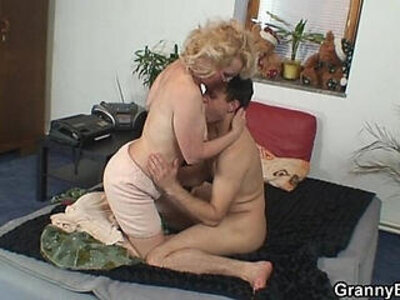 Naughty grandma gives up her pussy | -grandma-naughty-pussy-
