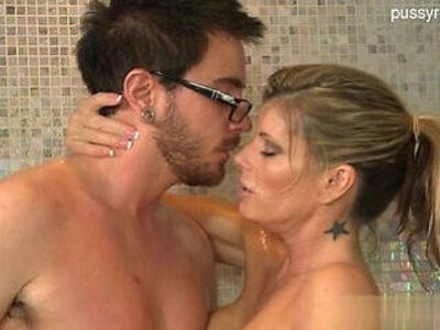 Hot housewife home sex | -home video-housewife-mommy-