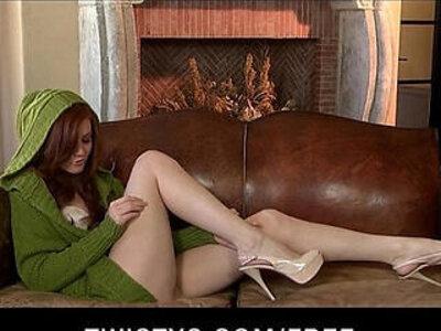 Beautiful redhead babe rubs herself to orgasm on camera | -beautiful-cams-closeup-natural-orgasm-redhead-