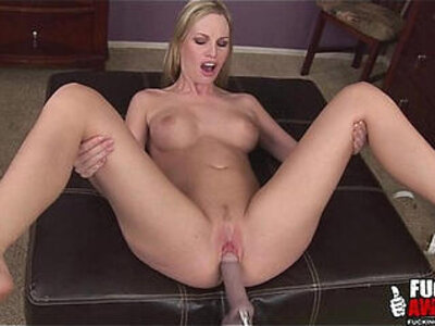 Aimee Addison Using A Fucking Machine For The First Time | -first time-sex machine-